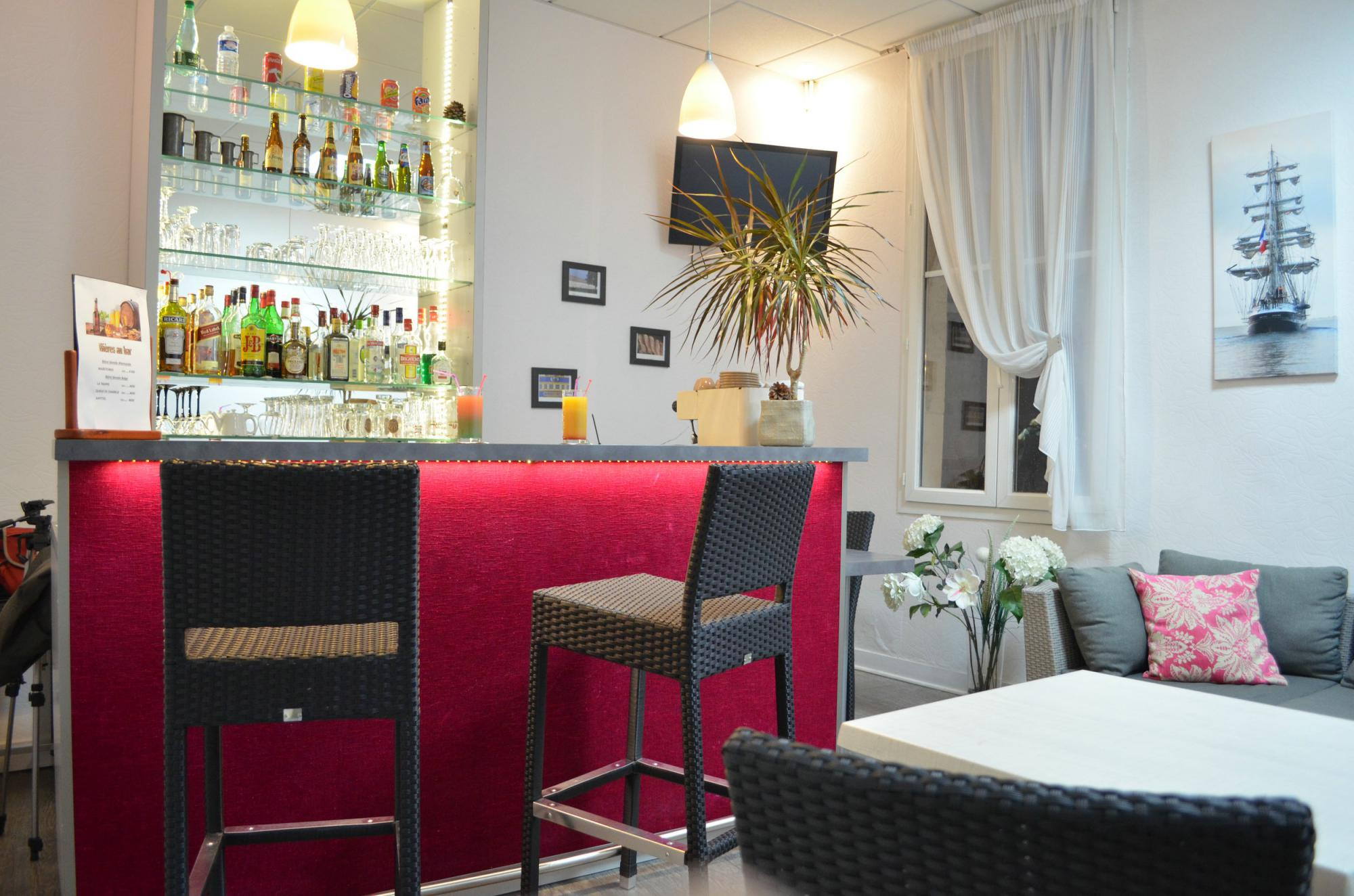 The hotel de France's bar in Rochefort in Charente Maritime : Hot drinks, refreshments, cocktails, beers ...